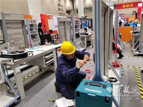 第二届湖北工匠表彰暨技能强省建设推进会28日举行