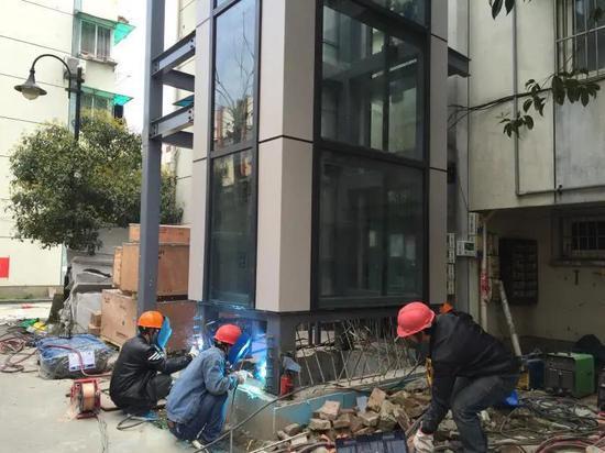 """杭州加装电梯累计完工超1500处 近2万户居民""""直通""""幸福"""