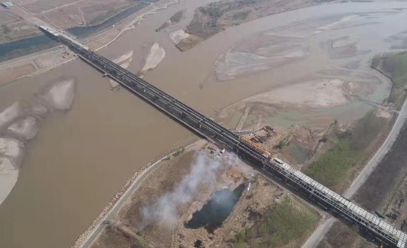 世界第一高山峽谷景觀斜拉橋朵花特大橋封頂